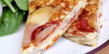 Омлет с картофелем и колбасой - фото